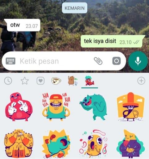 Pilih stiker Whatsapp yang ingin dikirim